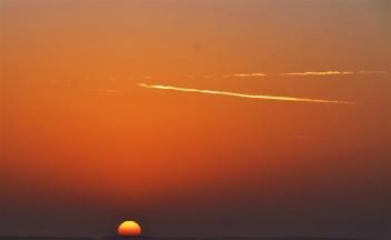 17 tramonto lontano nel deserto