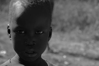 36 bambino vicino l'incontro fra il Nilo blu e il Nilo bianco