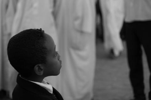 41 bambino che assiste alla cerimonia Sufi