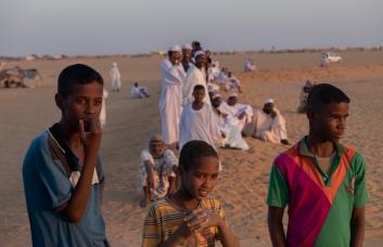 46 spettatori corsa di cammelli