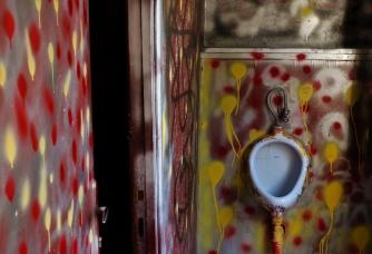 81 bagno di una galleria d'arte