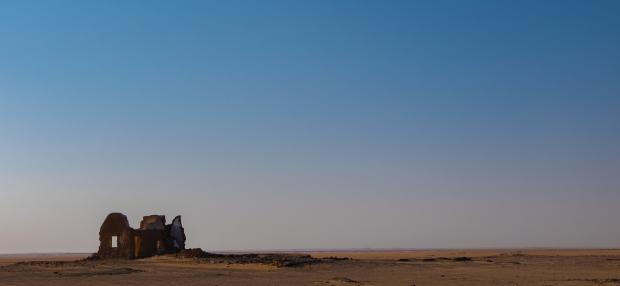 edificio abbandonato deserto