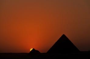 tramonto piramidi egitto