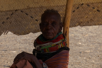 4 anziana villaggio Lago Turkana